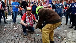 Torcedores do PSV humilham pedintes em Madri