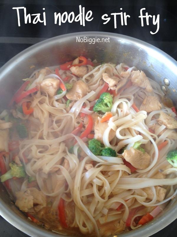 tallarines thai con fideos de arroz y pollo – chispis com