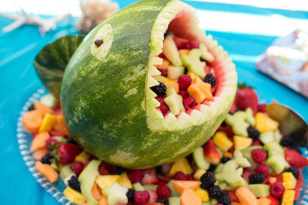 14 Fresh and Creative Fruit & Veggie Tray Decorating Ideas