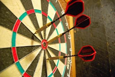 800px-Darts_in_a_dartboard