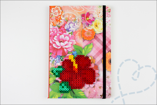 roosje strijkkralen op schrift geplakt