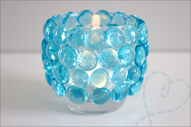 glas beplakt met glasstenen