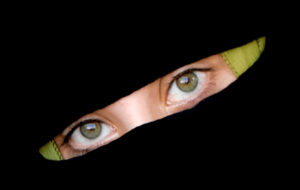 https://i0.wp.com/www.nocaptionneeded.com/wp-content/uploads/2007/10/burqa-eyes-rh.png?resize=600%2C380&ssl=1