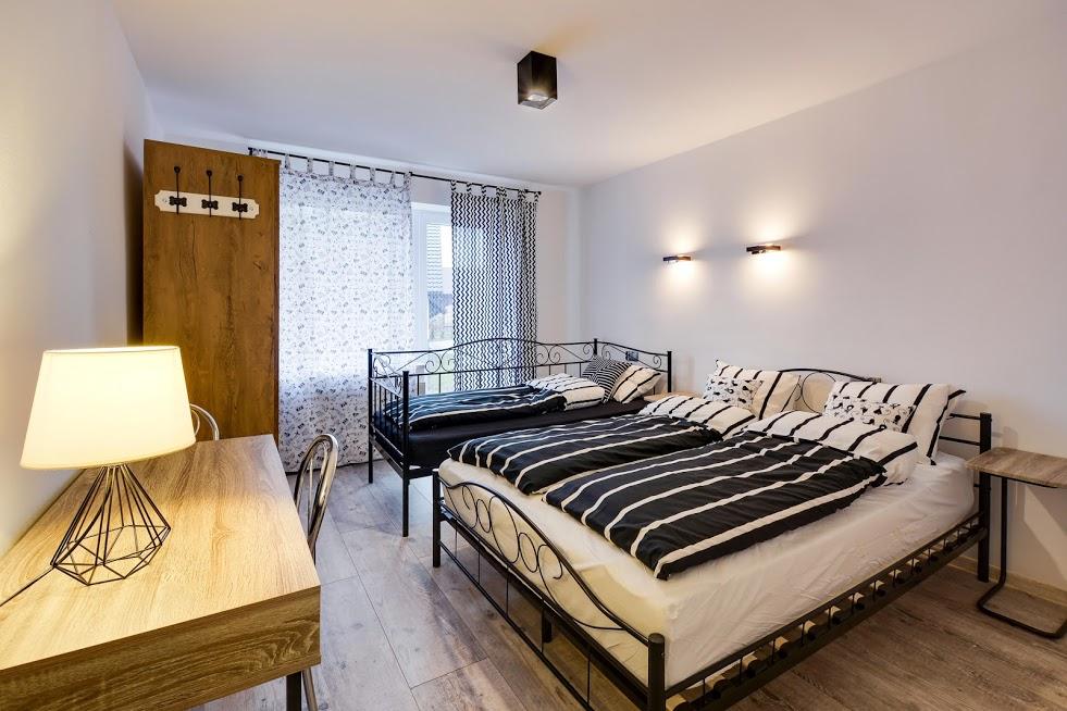 CZARNY KOT - pokój 3 osobowy z łazienka i balkonem .