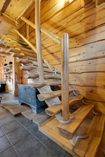 Nowakówka - schody na piętro.