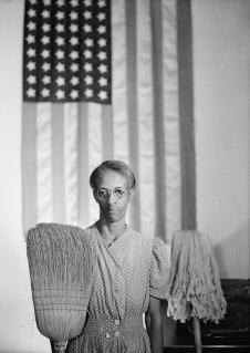 © Gordon Parks. American Gothic Washington. D.C. 1942