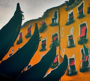 © John McDermott. Venezia. Gondola.