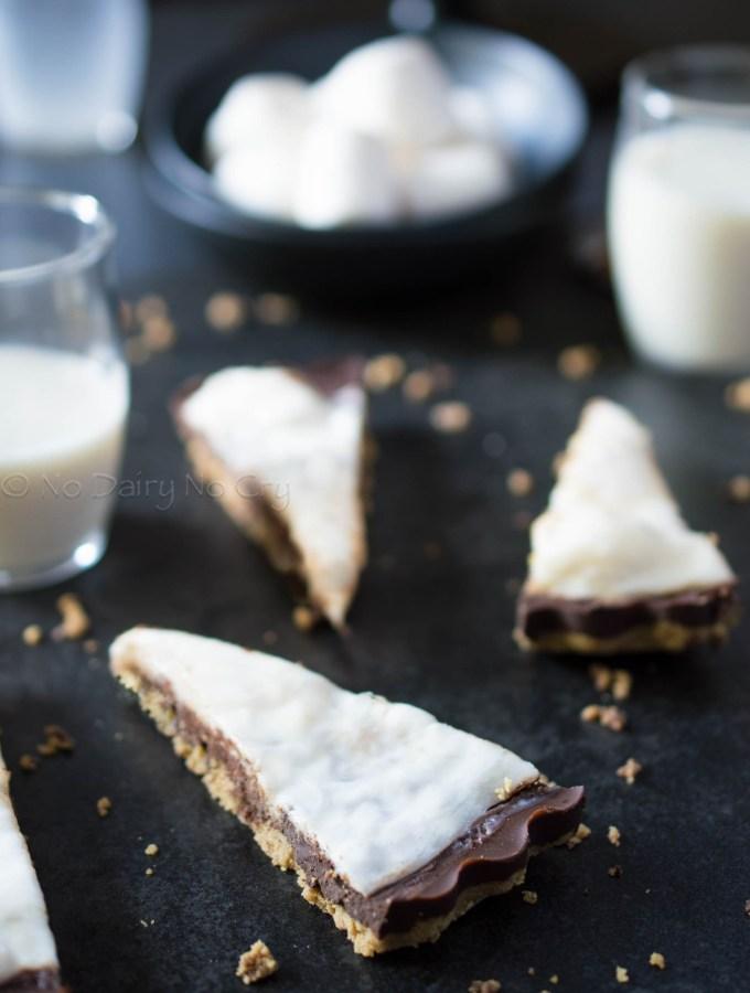 No Bake Chocolate Marshmallow Pie {aka S'Mores Pie!!}