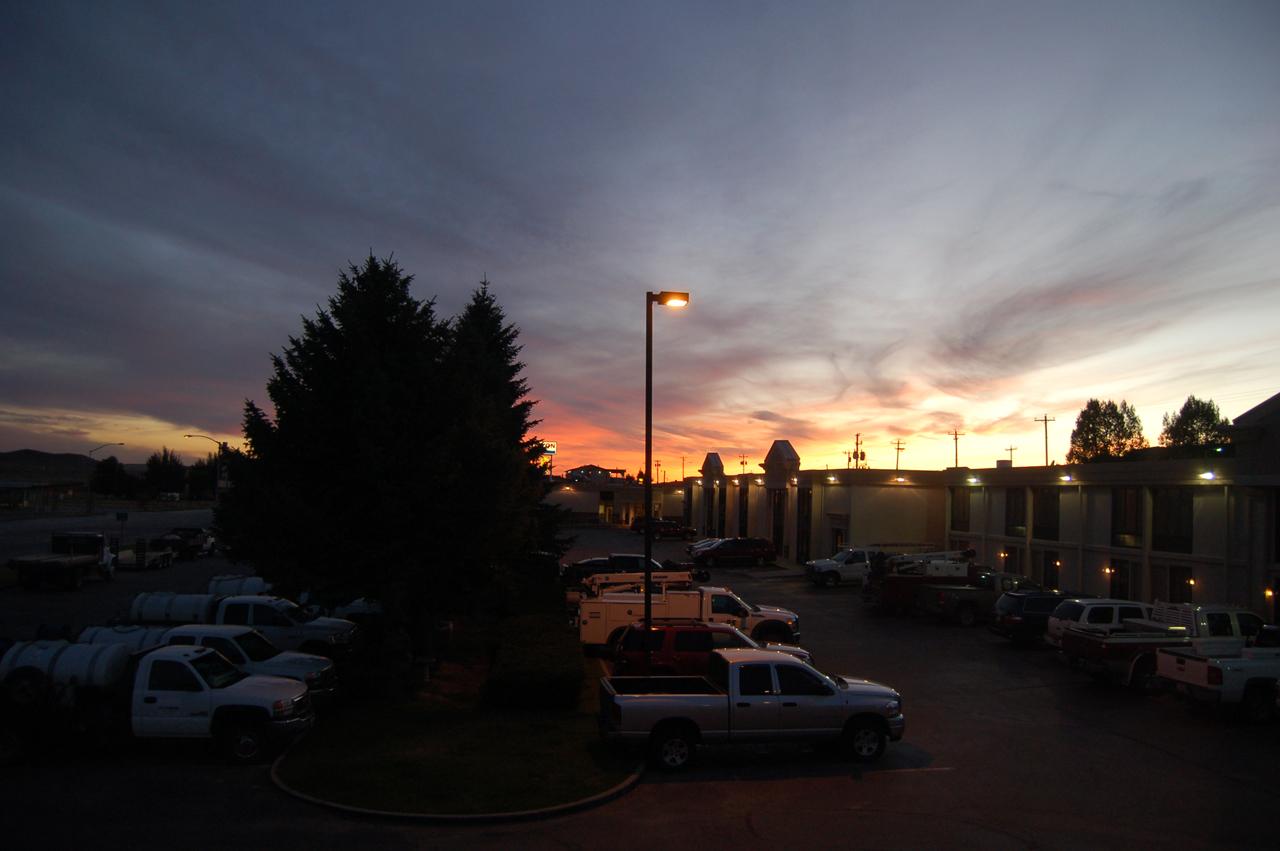 Dawn. Best Western, Rawlins, Wyoming