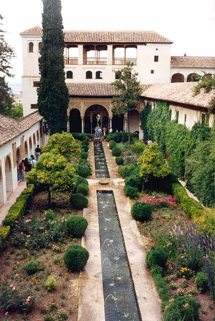 Uno de los patios de La Alhambra