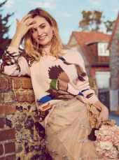 Lily-James-Harper's-Bazaar-UK-April-201800001