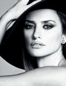 Penelope-Cruz-in-Vogue-Magazine-04
