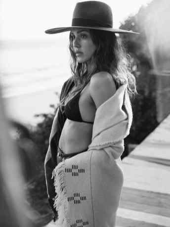 Jessica-Alba-The-Edit-by-Net-A-Porter-May-05