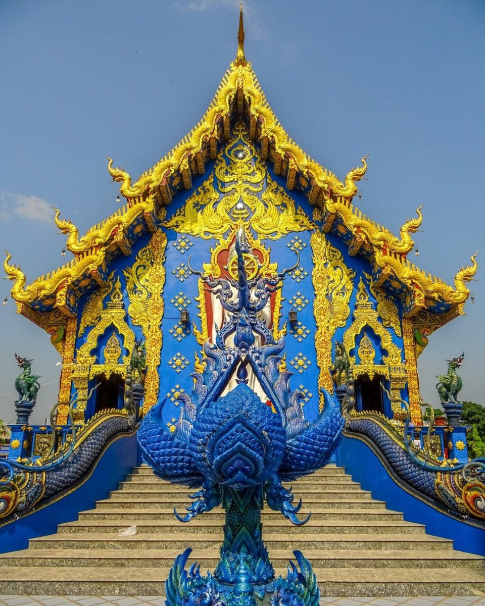 Chiang Rai: Bikes, Burgers and the Blue Temple