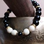 bracelet onyx et bois de santal