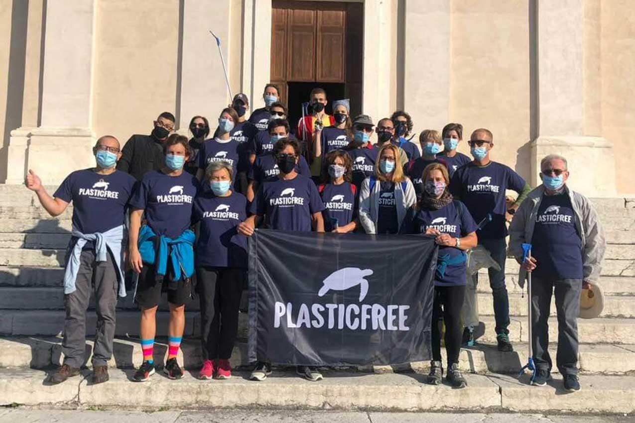PlasticFree in azione a Quinzano: trenta sacchi riempiti di immondizie