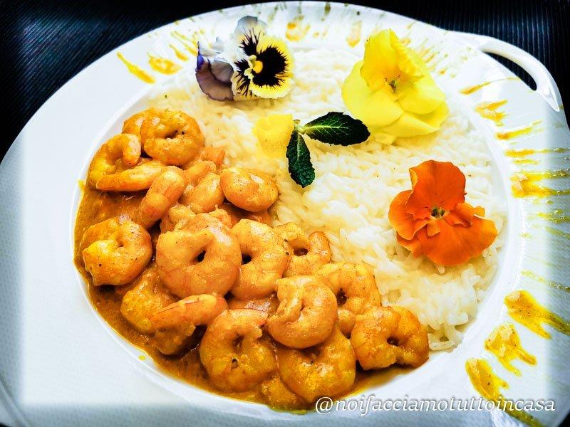 Curry di gamberi con riso