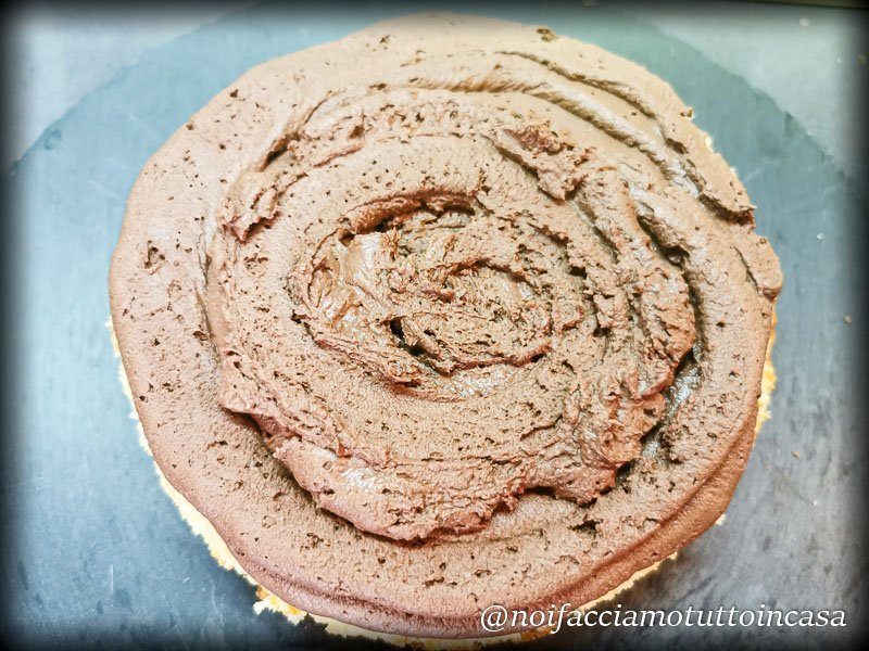 torta pan di spagna e mousse al cioccolato