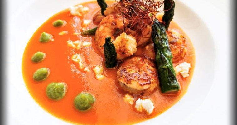 Gamberoni e Asparagi su Salsa di Pomodoro