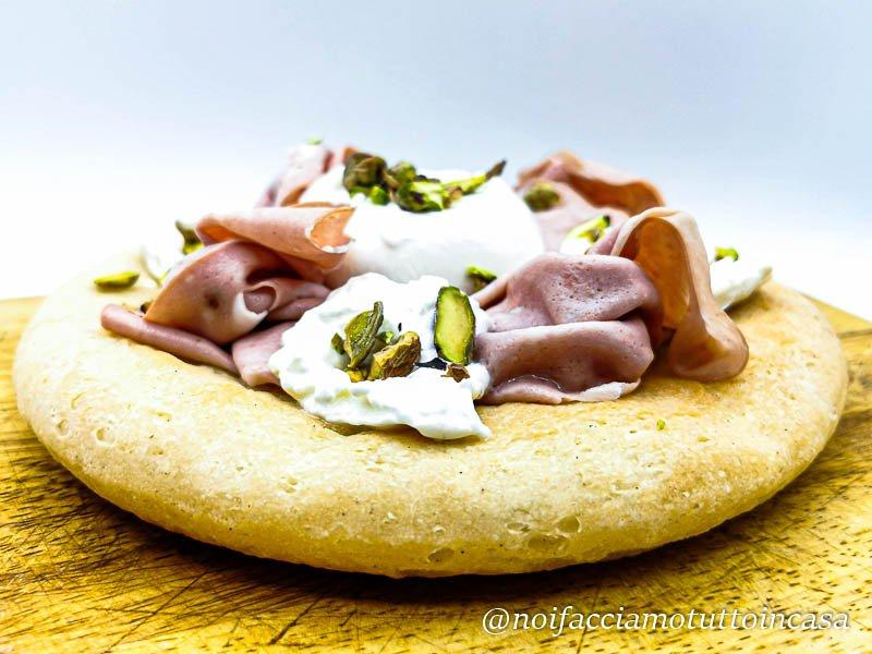 Pizza Mortadella Burrata e Pistacchi Gluten Free