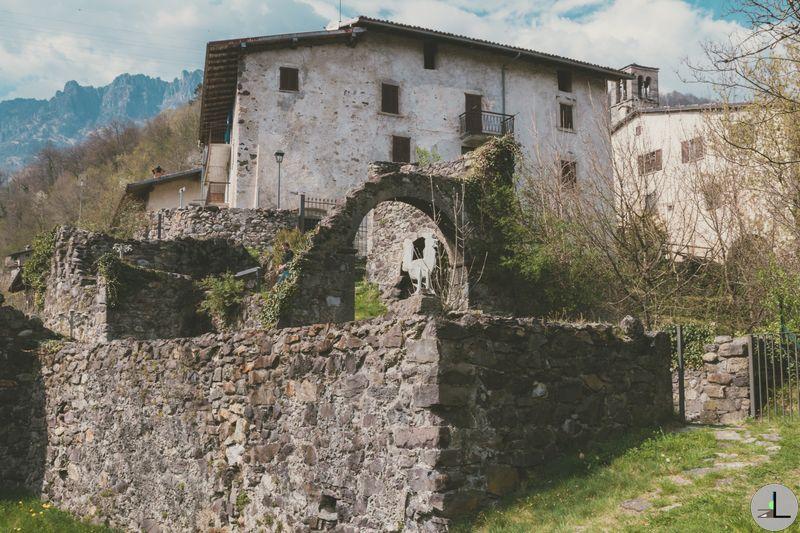 Camerata Cornello and the hamlet of Cornello dei Tasso