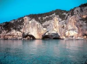 Grotte-del-bue-marino-sardegna-ingresso