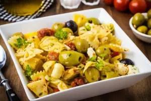 insalata-di-pasta-mediterranea-Vertmedia-_-Dreamstime.com---Mediterranean-Pasta-Salad-Photo