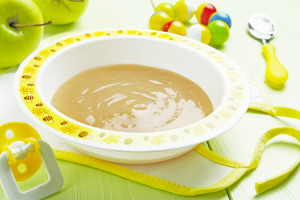 pappa-semolino-mela_Minadezhda-_-Dreamstime.com---Apple-Puree,-Baby-Food-Photo