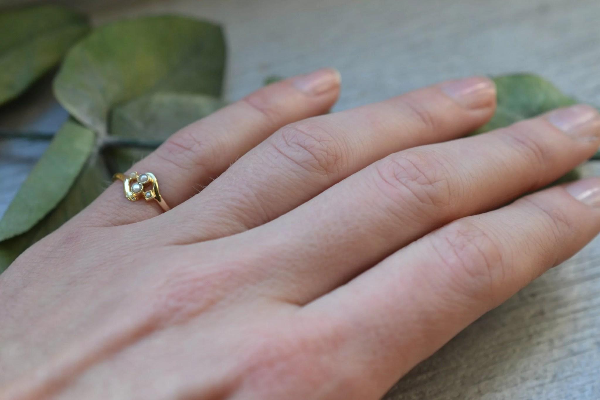 Bague vintage en or jaune massif 18 carats (750/1000), sertie de demi-perles