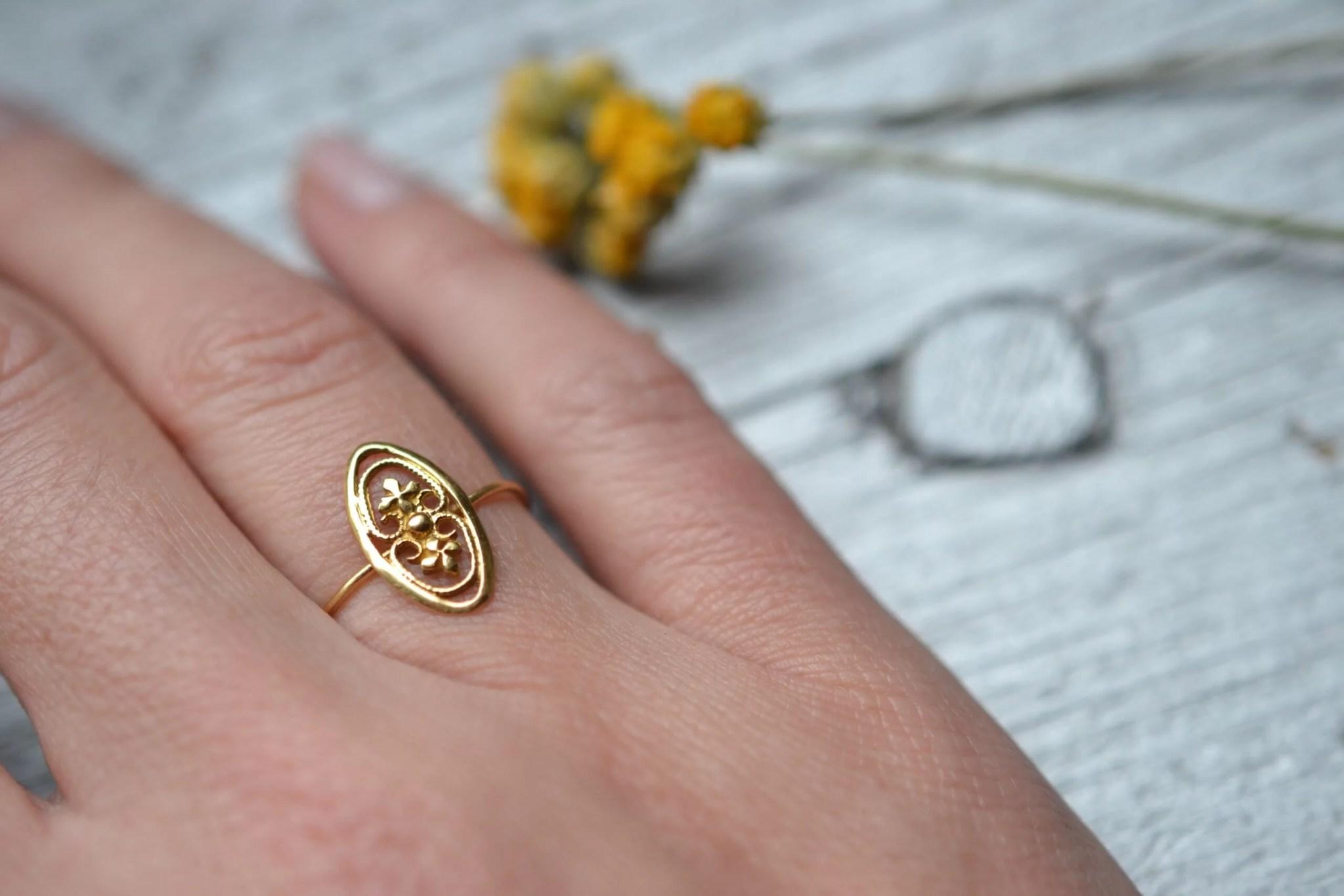 bague motif trèfles à quatre feuilles - un bijou en or 18 carats - 750/1000