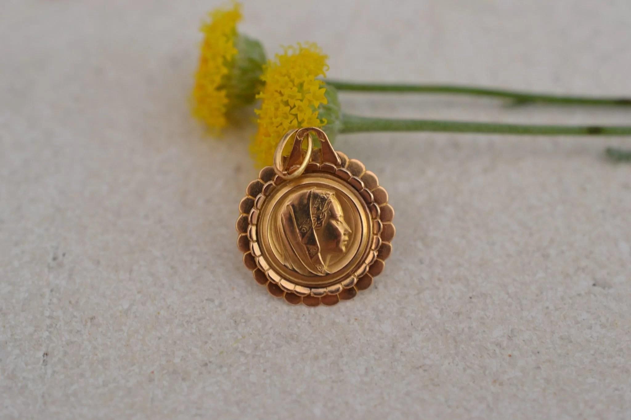 Médaille Vierge Monture Corolle