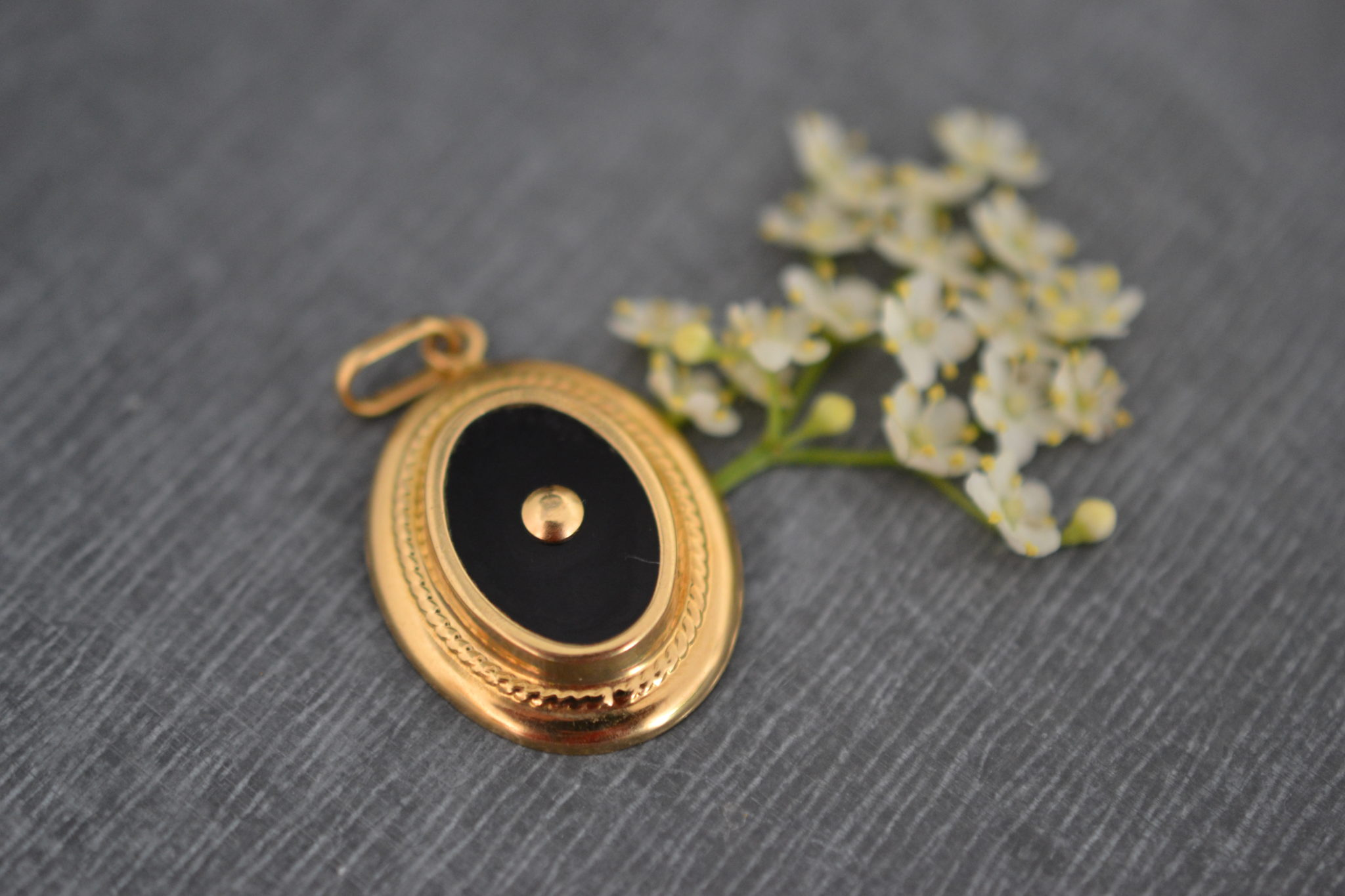 Pendentif Ancien Or Et Onyx - Bijoux En Or 18 Carats - Bijoux Anciens Éthiques - Noir Carat