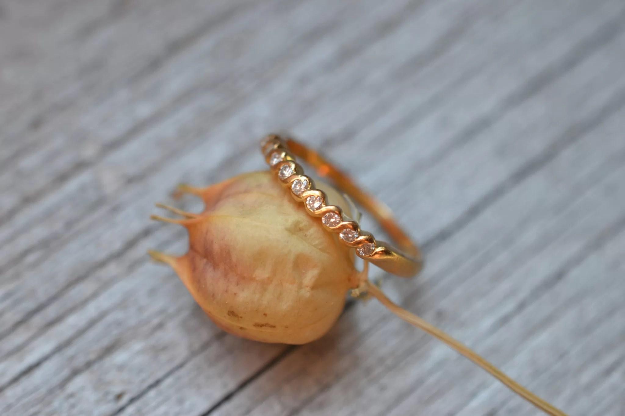bague ancienne demi alliance américaine en Or jaune 18 carats et diamants - bijou ancien mariage ethique
