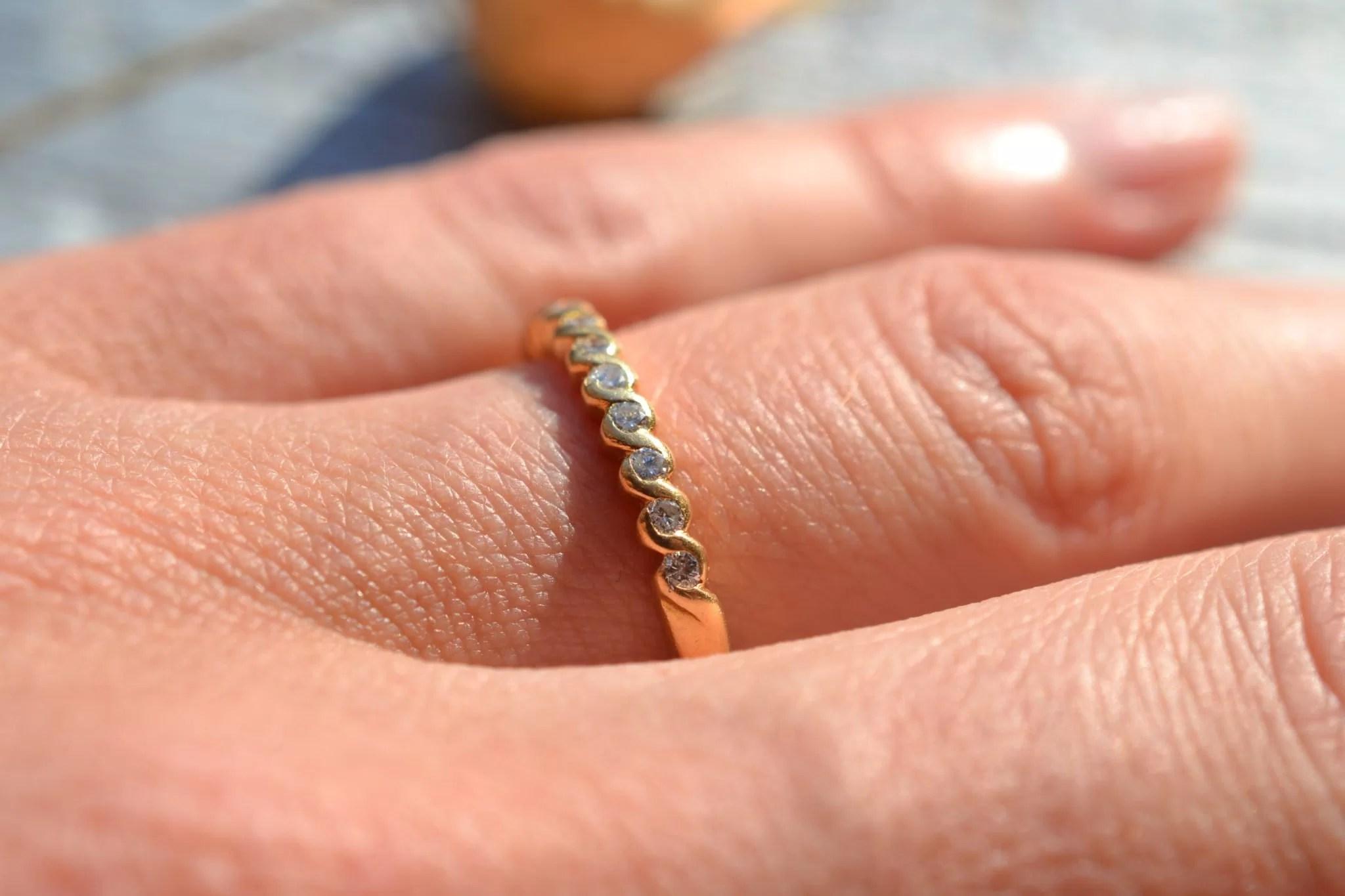 bague ancienne demi alliance américaine en Or jaune 18 carats et diamants - bijou ancien mariage seconde main