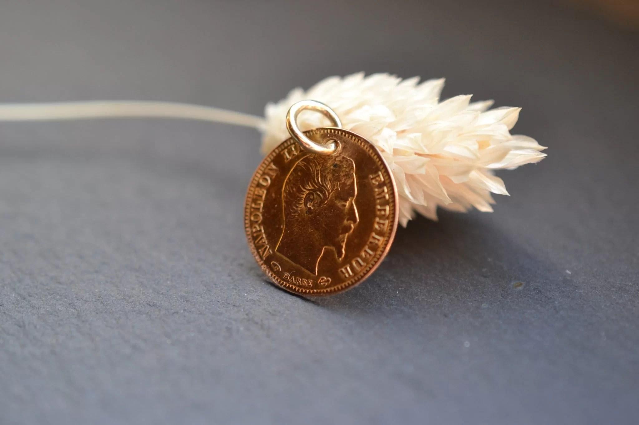 Médaille Pièce En Or De Cinq Francs Napoléon III - Bijoux Anciens Seconde Main Noircarat.JPG