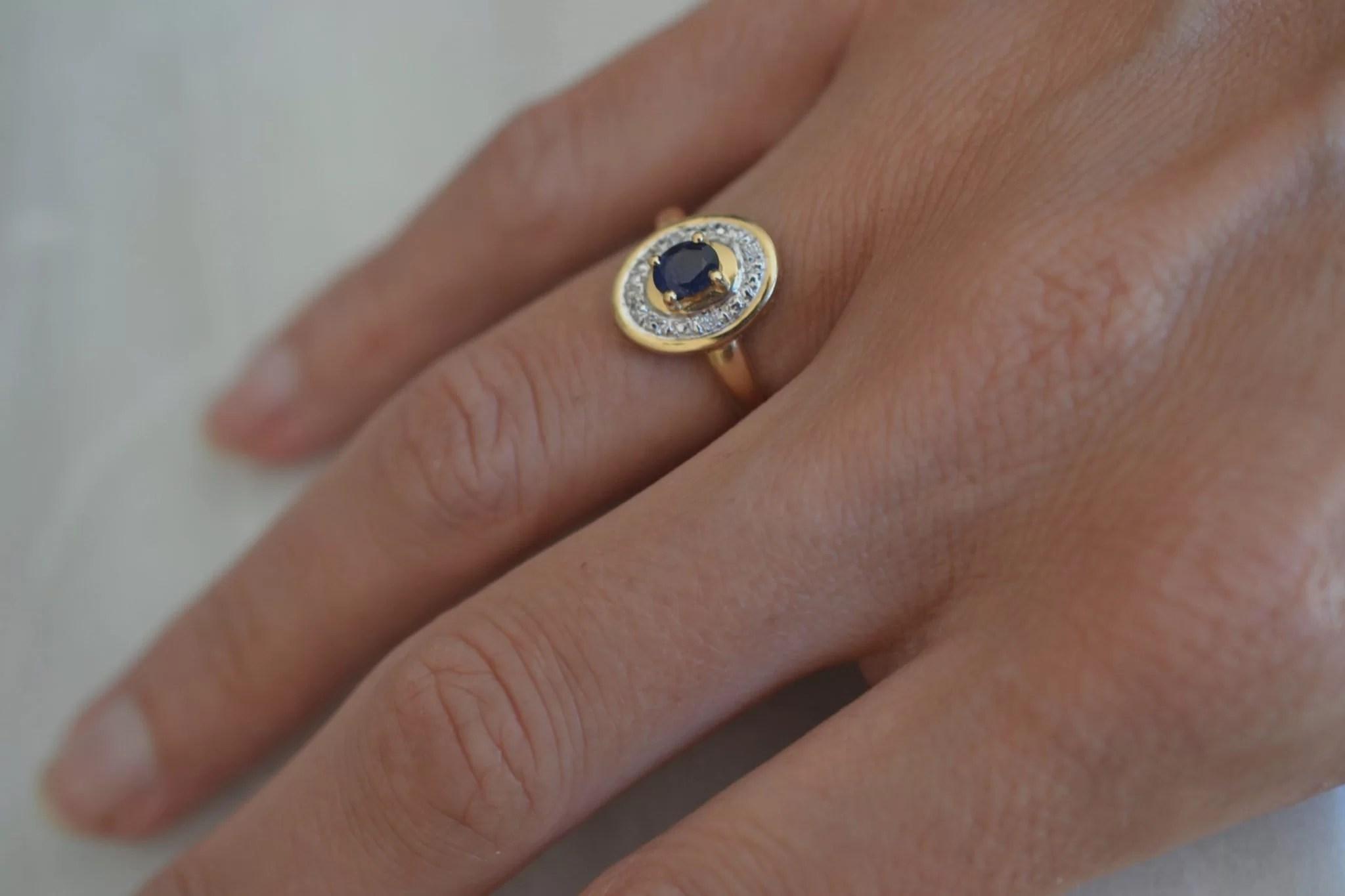 Bague saphir et 4 diamants, en Or jaune 18 carats, 750:1000 - Bijoux anciens - bague de fiançailles ancienne