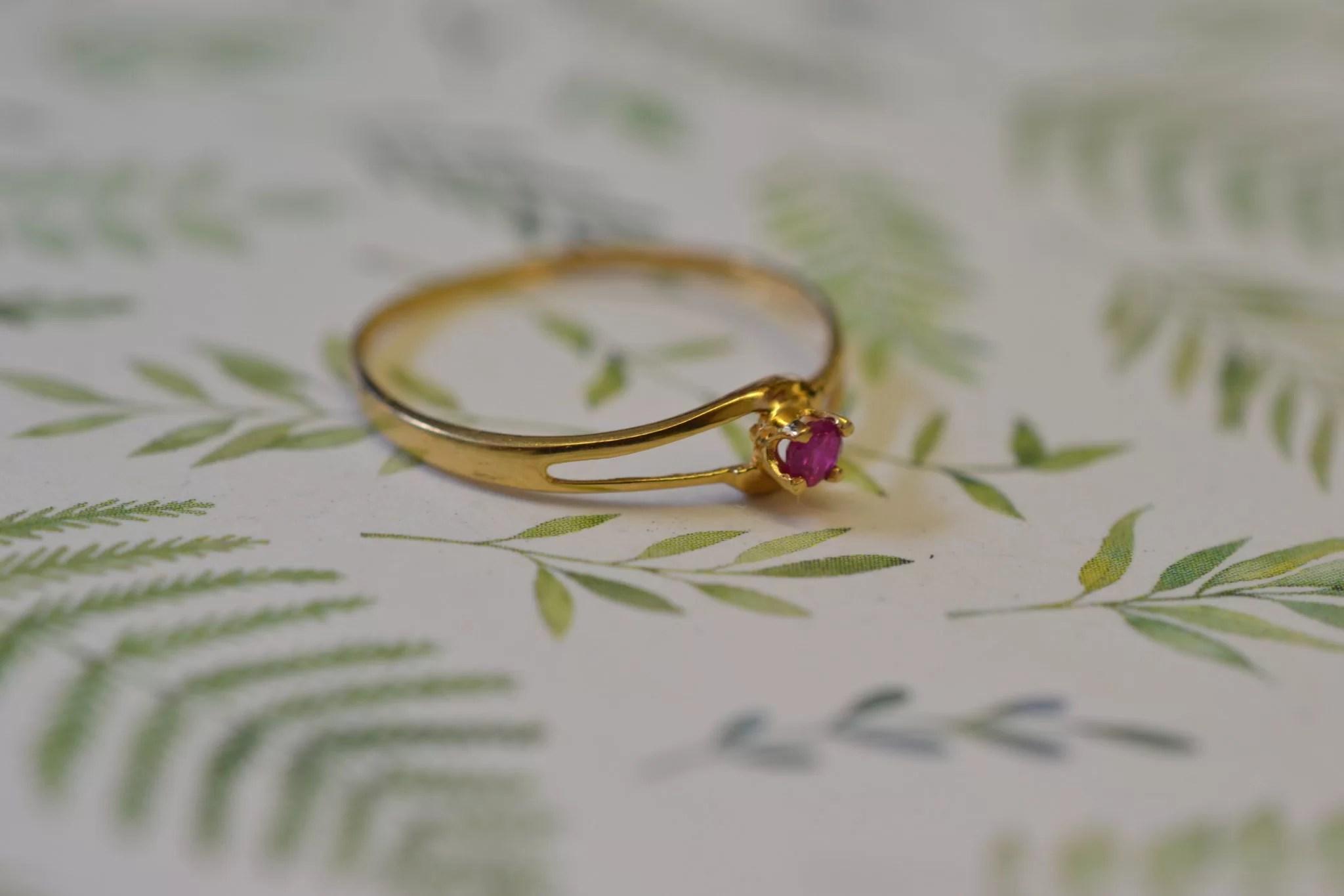 Bague Fine Ancienne Or Jaune Et Rubis - Bijoux Anciens En Or 18 Carats - Bijoux Durables