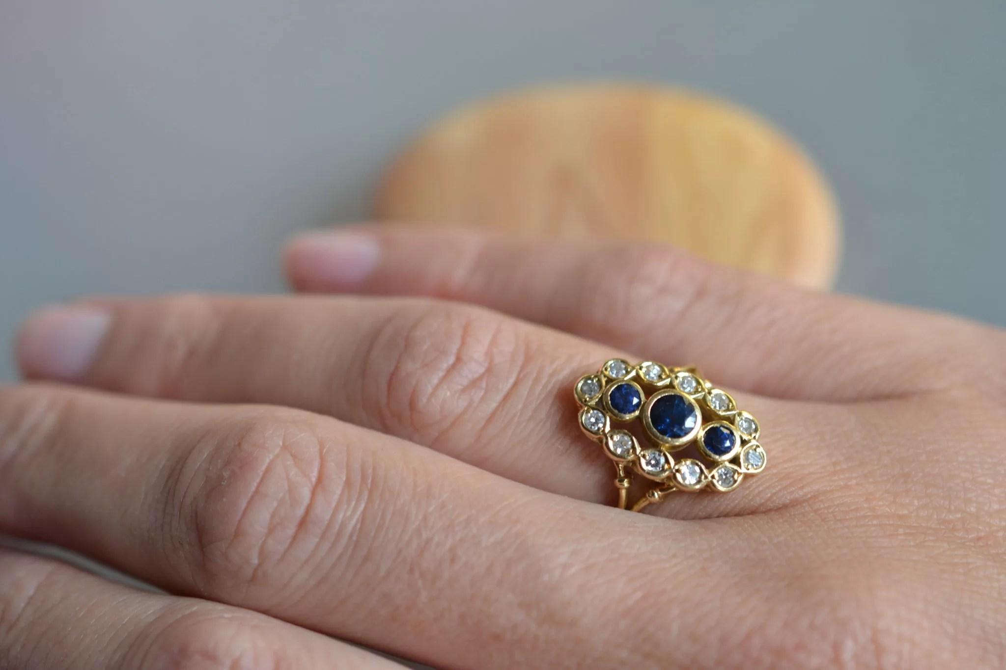 bague marquise saphir et diamants - en OR 18 carats 750:1000 - bague de fiançailles ancienne - bijou pour mariage ethique