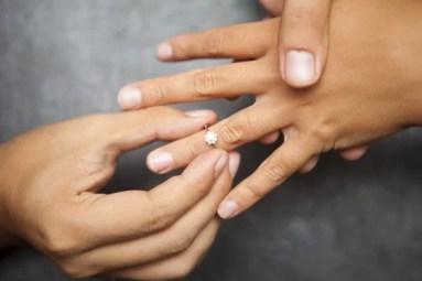 Symbolisme de la bague de fiançailles