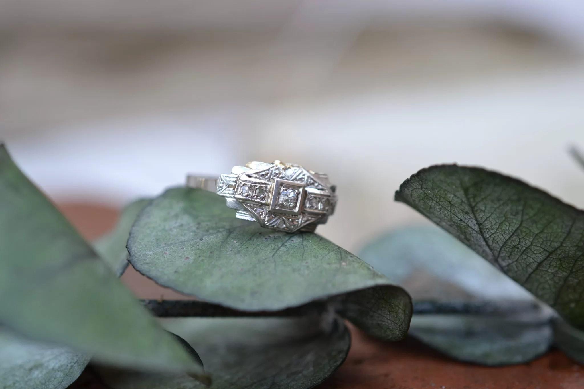 Bague En Or Gris Et Platine Ornée De Petits Diamants Bijou Ancien