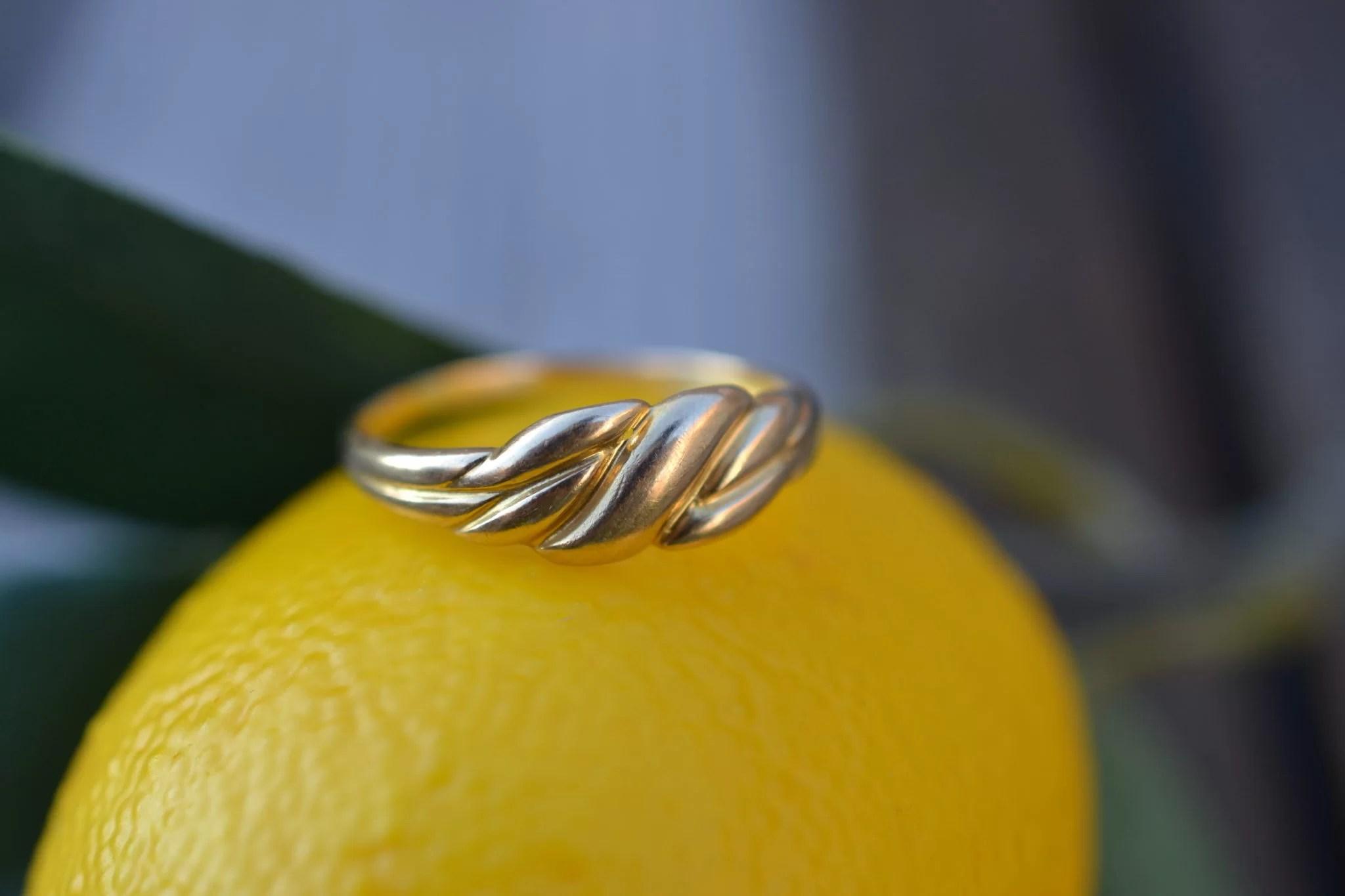 Bague en Or jaune à décor godronné sans pierre - bijou éthique