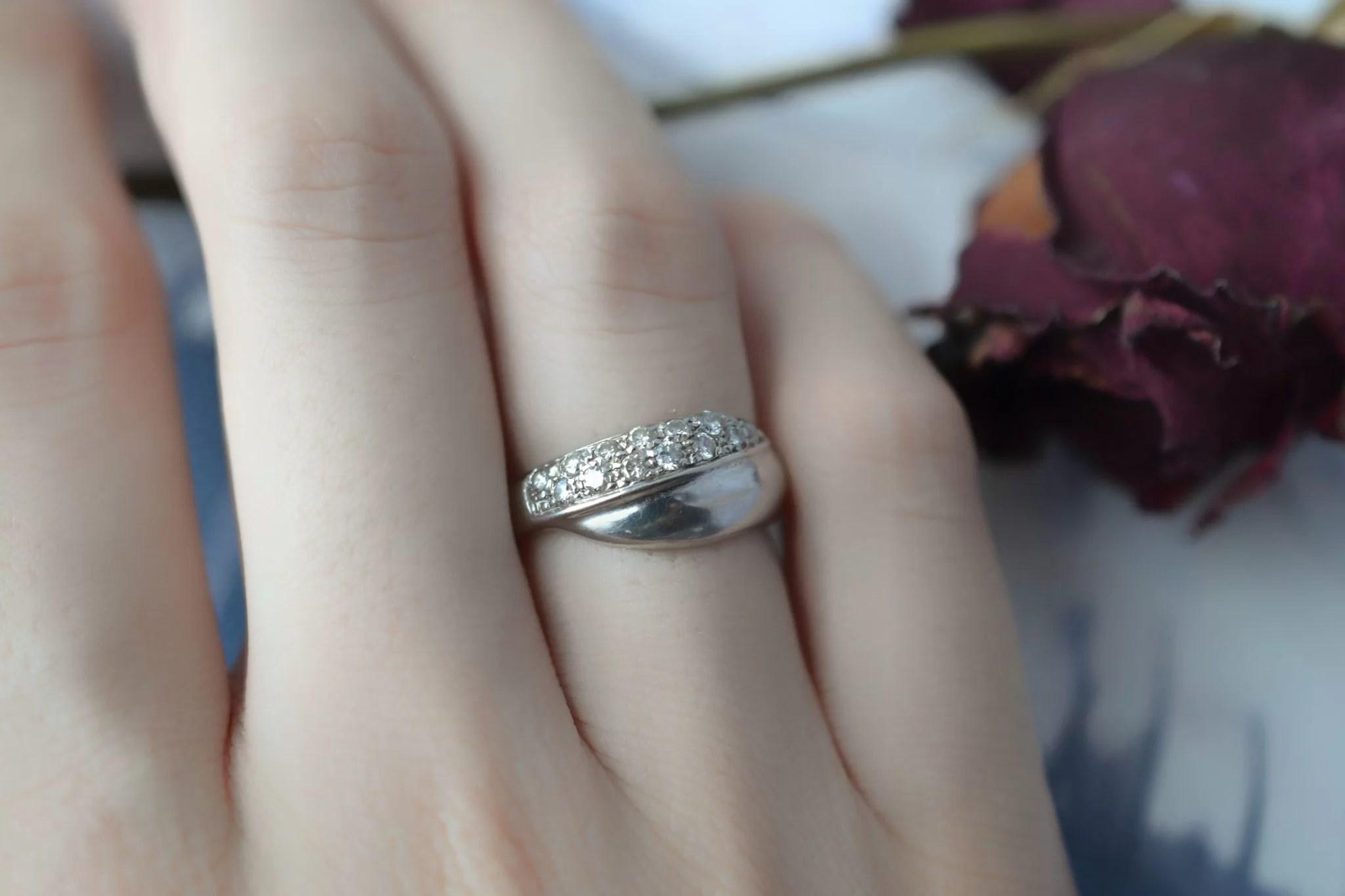 Bague lien croisé en Or rhodié sertie de diamants - bague de seconde main