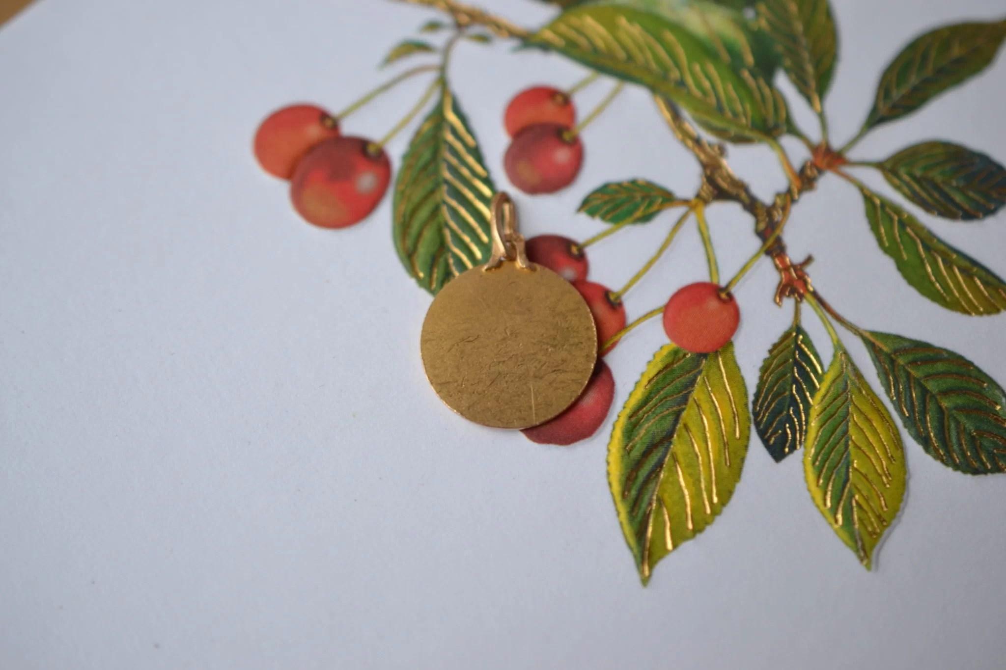 Médaille ronde en Or jaune décorée du profil de la Vierge - pendentif de seconde main