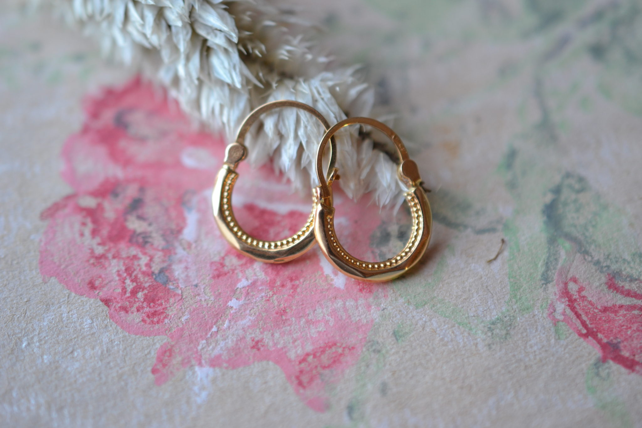 Paire de petites Créoles en Or jaune facettées, détails en Or à l_intérieur - boucles d_oreilles anciennes
