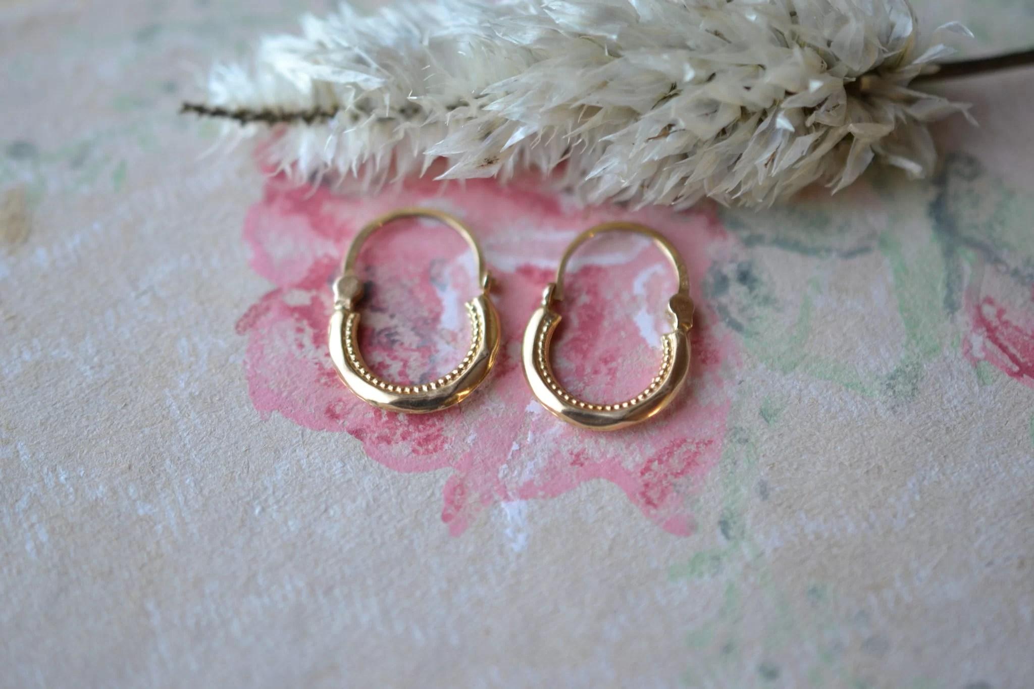 Paire de petites Créoles en Or jaune facettées, détails en Or à l_intérieur - boucles d_oreilles de seconde main