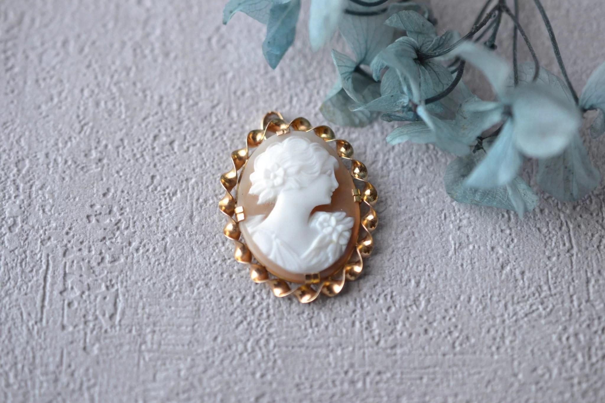 Pendentif En Or Jaune Serti D_un Camée Coquille Sur Une Monture Torsadée, Partie Broche Supprimée - Bijou Vintage