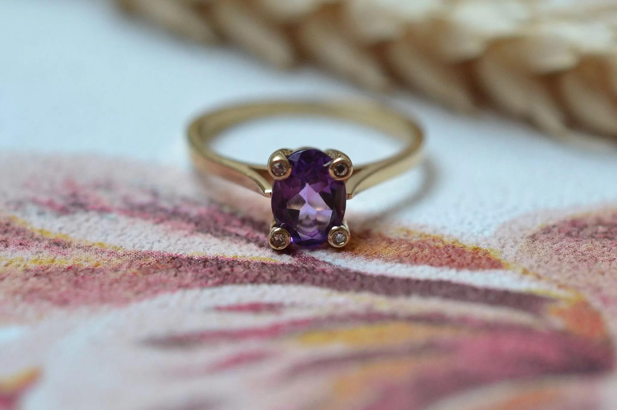 Bague En Or Jaune Sertie D_une Améthyste Et De Quatre Petits Diamants - Bague De Fiançailles Vintage