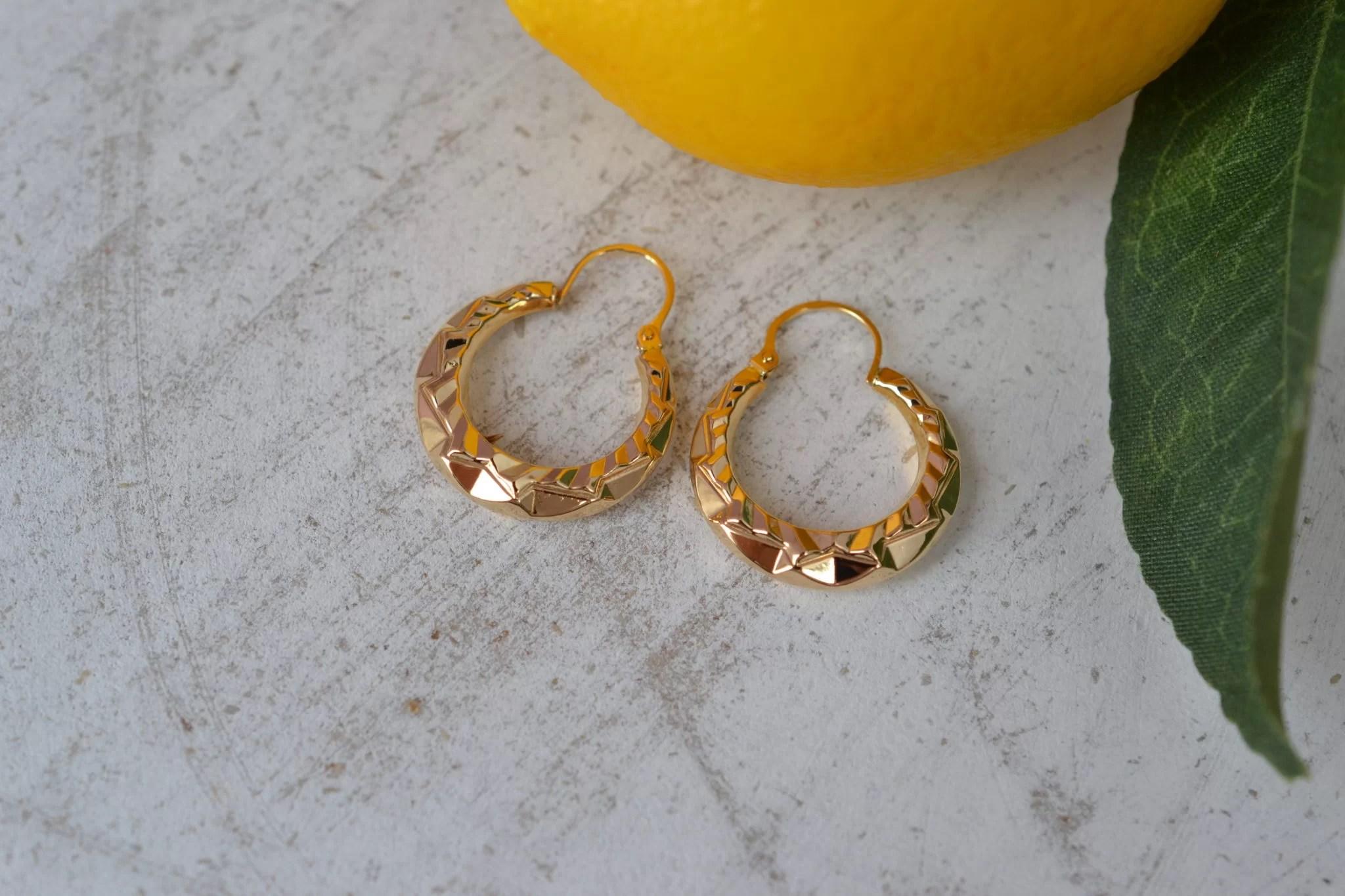 Paire de créoles facettées en Or jaune - boucles d_oreilles anciennes