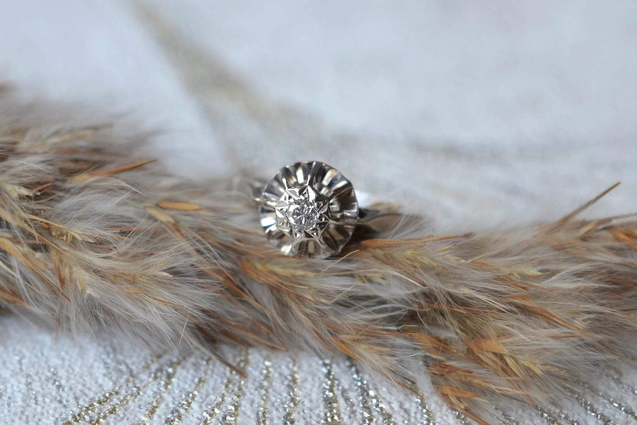 Bague En Or Blanc Sertie D_un Diamant En Solitaire - Bague De Fiançailles Vintage