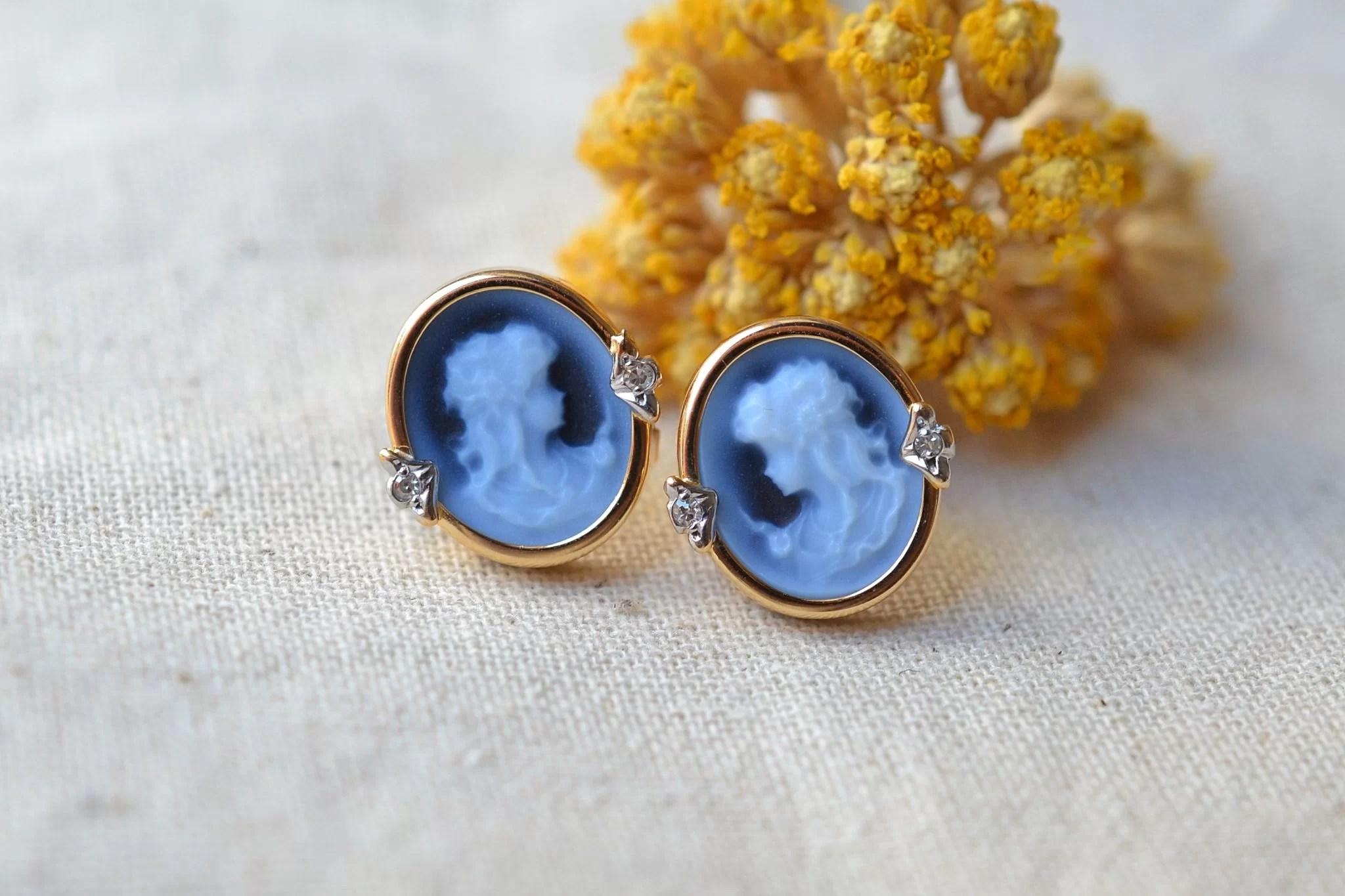 Paire de clous en Or jaune sertis de camées bleus - boucles d_oreilles de seconde main